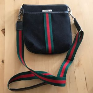 Gucci Crossbody!!! Super Cute !!!